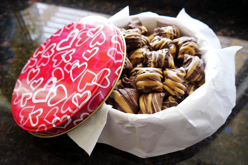 DIY: Chocolate Covered Peanut Butter Pretzel Nuggets | Alligator Toe