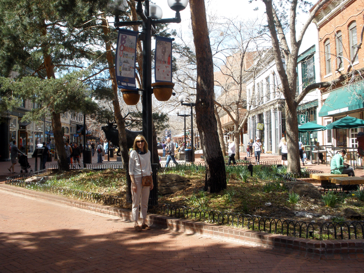 Boulder, CO - shopping on Pearl Street