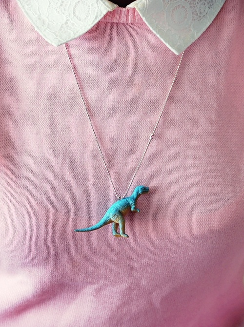 04_dino_necklace