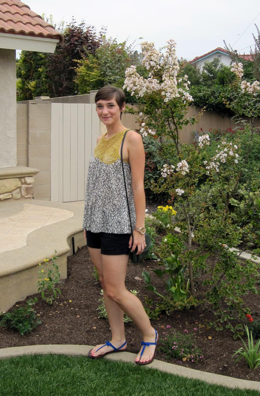 ootd - flowy top, black shorts, blue sandals