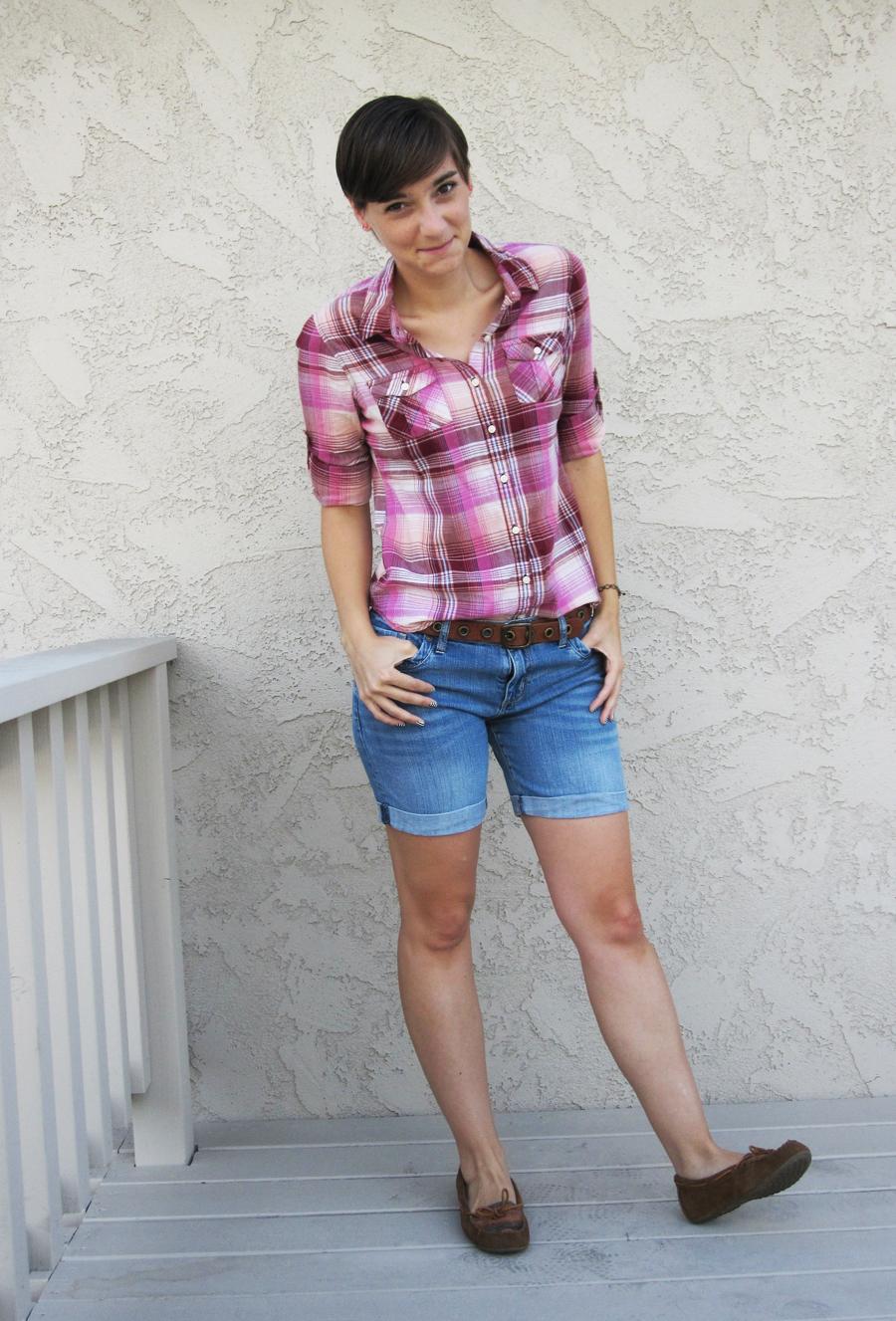 ootd - plaid shirt, shorts, belt, moccasins