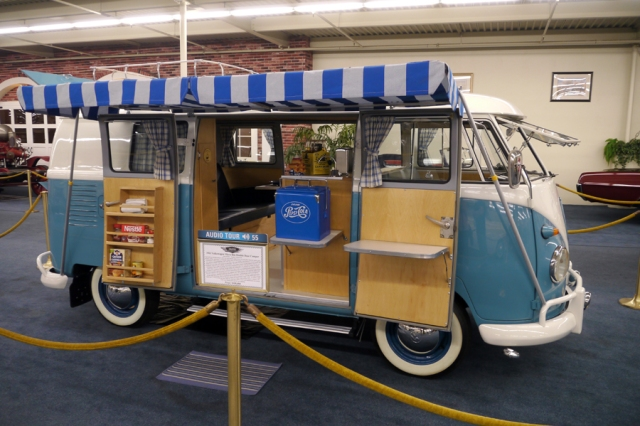 VW_bus_blue_camper_01