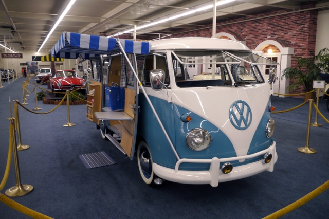 VW_bus_blue_camper_02
