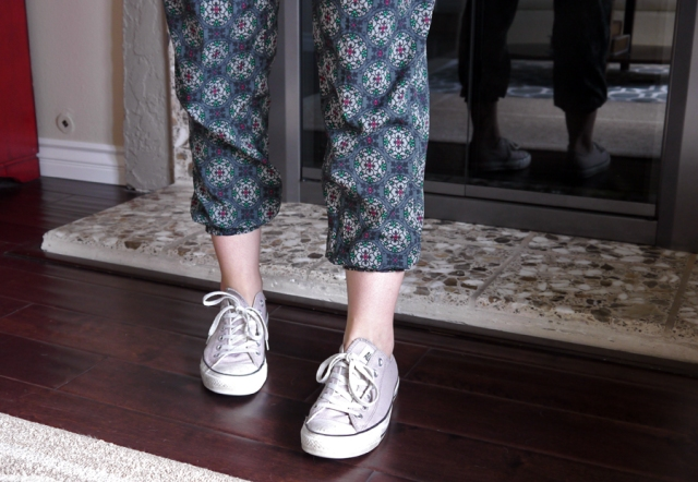 #OOTD-silky-pants-lilac-Converse