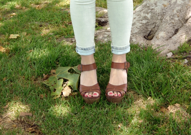 Thrift-Style-Thursday-hippie-boho-white-jeans-tan-wedges