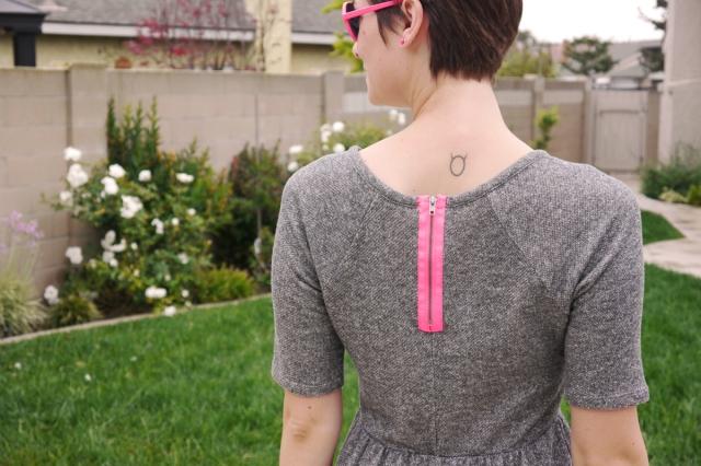 Thrift-Style-Thursday-jersey-dress-neon-pink-zipper