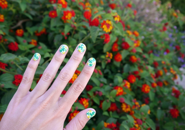 #notd_daisy_nail_art_green_white_02