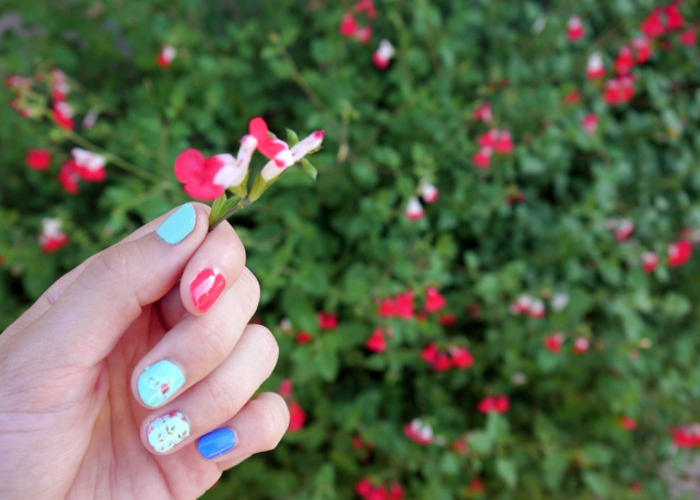 #MonthlyMani-romantic-floral-nails-01