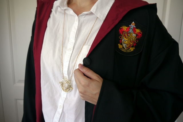 Harry-Potter-Hermione-Gryffindor-robe-cosplay-time-turner