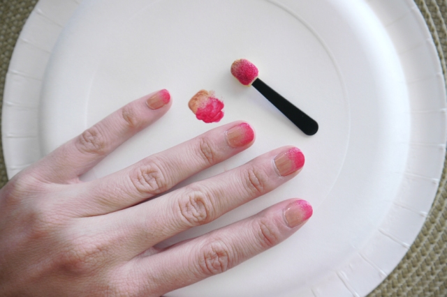 #MonthlyMani-pink-ombre-nail-art-paint