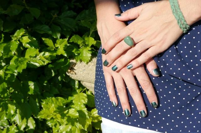 #nails-color-changing-polish-green-01