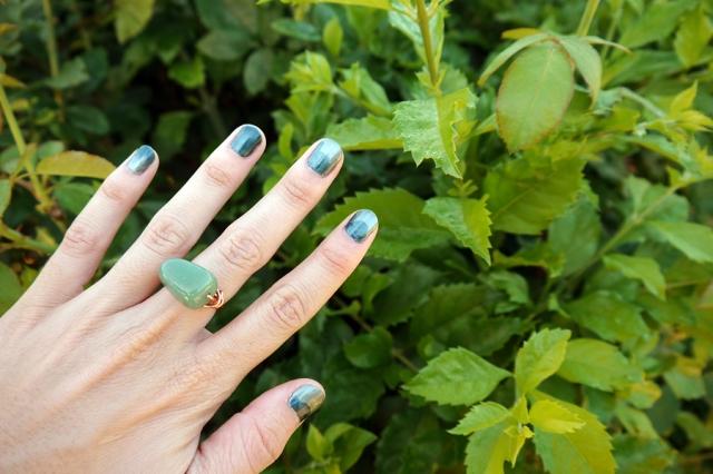 #nails-color-changing-polish-green-02