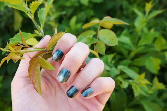 #nails-color-changing-polish-green-03