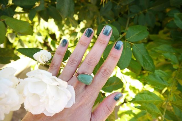 #nails-color-changing-polish-green-04