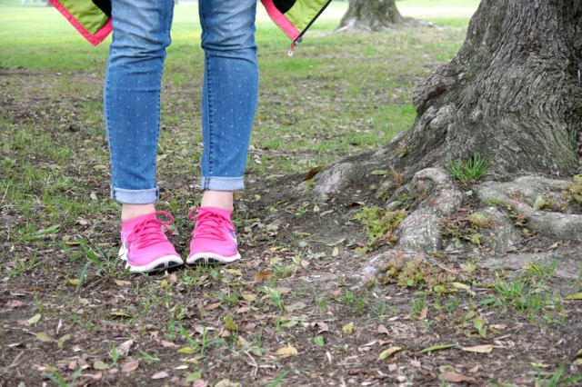 thrift-style-sporty-polka-dot-jeans-Nike-free-flyknit