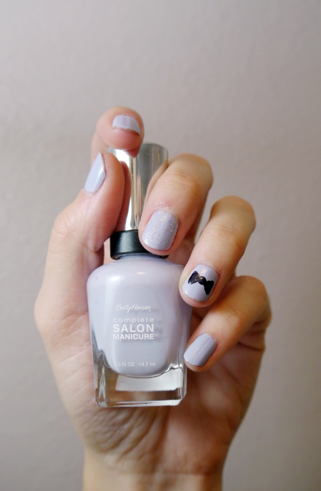 #MonthlyMani-lilac-bow-detail-silver-glitter-Sally-Hansen