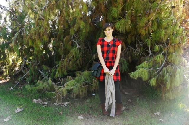 #ootd-red-black-plaid-dress-black-leggings-brown-boots-vintage-purse-03