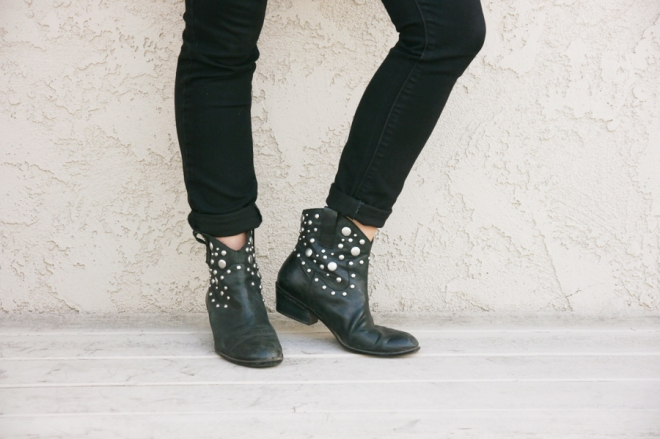 thrift-style-black-skinny-jeans-studded-moto-boots