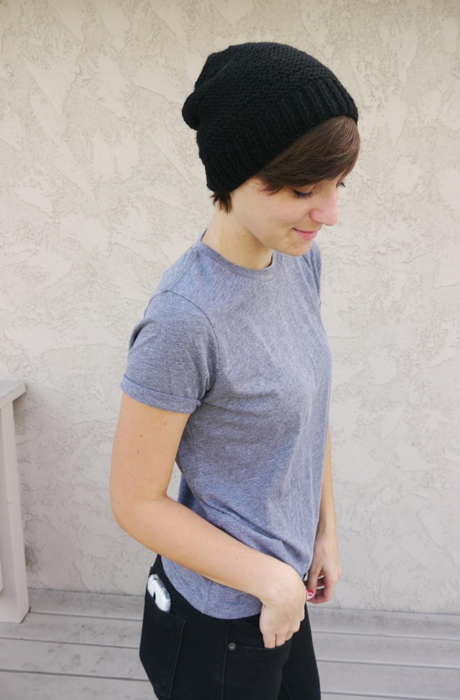 thrift-style-gray-shirt-black-beanie-short-hair-02