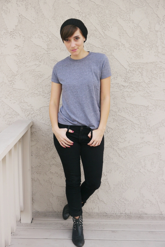 thrift-style-gray-shirt-black-jeans-boots-beanie-01